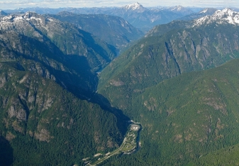 Looking east up the Skagit Gorge from the air. All is gneiss. Newhalem is at the bottom. John Scurlock photo.
